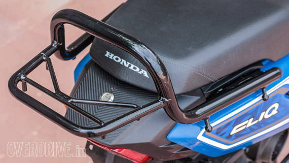 The Cliq gets a small accessory range and this carrier that replaces the standard unit is one of the most important ones, says Honda.