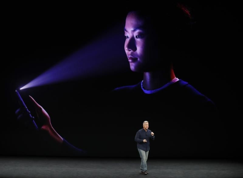 iPhone X Face ID Fooled on Video, Fails to Identify Between Mother and Son